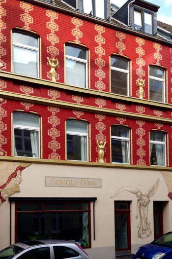 DWI-Cologne Daniela Steinbach-Wirtz Immobilien-Engelfassade